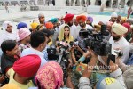 Veena Malik snapped at Gurudwara Pic 15