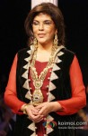 Zeenat Aman Walk The Ramp at IIJW 2013