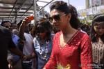 Deepika Padukone seeks blessings at Siddhivinayak Temple Pic 1