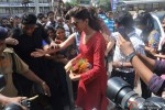 Deepika Padukone seeks blessings at Siddhivinayak Temple Pic 3
