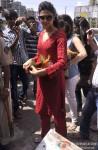 Deepika Padukone seeks blessings at Siddhivinayak Temple Pic 4