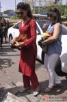 Deepika Padukone seeks blessings at Siddhivinayak Temple Pic 5