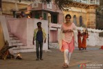 Dhanush and Sonam Kapoor in Raanjhanaa Movie Stills Pic 2