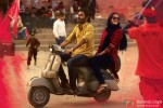 Dhanush and Sonam Kapoor in Raanjhanaa Movie Stills Pic 3