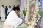 Mamata Banerjee at Rituparno Ghosh's Funeral Procession Pic 2