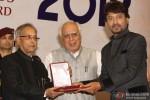 Pranab Mukherjee giving award to Irrfan Khan