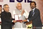 Pranab Mukherjee giving award to Nawazuddin Siddiqui