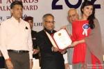 Pranab Mukherjee giving award to Parineeti Chopra