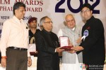 Pranab Mukherjee giving award to Prasoon Joshi
