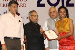 Pranab Mukherjee giving award to Tannishtha Chatterjee