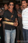 Shah Rukh Khan Discharged From Lilavati Hospital After Shoulder Surgery Pic 1