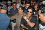 Shah Rukh Khan Discharged From Lilavati Hospital After Shoulder Surgery Pic 2