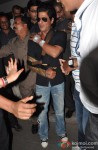 Shah Rukh Khan Discharged From Lilavati Hospital After Shoulder Surgery Pic 4