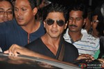 Shah Rukh Khan Discharged From Lilavati Hospital After Shoulder Surgery Pic 5