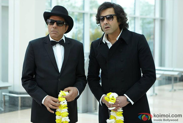Dharmendra and Bobby Deol in a still from Yamla Pagla Deewana 2 Movie