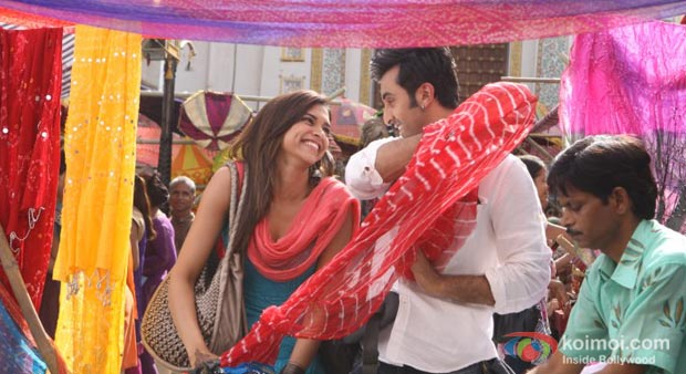 Deepika Padukohne And Ranbir Kapoor in Yeh Jawaani Hai Deewani Movie Stils