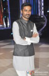 Dhanush Promotes Raanjhanaa On The Sets Of 'Jhalak Dikhla Jaa' Pic 2
