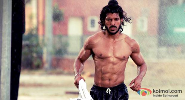 Farhan Akhtar in Bhaag Milkha Bhaag Movie Stills