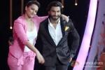 Sonakshi Sinha And Ranveer Singh promote 'Lootera' on 'DID Super Moms'