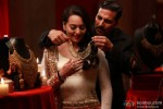 Sonakshi Sinha and Akshay Kumar in Once Upon A Time In Mumbaai Dobaara! Movie Stills Pic 5