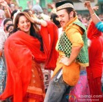 Sonakshi Sinha and Imran Khan in Once Upon A Time In Mumbaai Dobaara! Movie Stills Pic 1