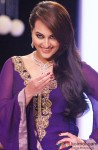 Sonakshi Sinha walks the ramp at International Jewellery Week (IIJW)