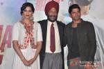 Sonam Kapoor And Farhan Akhtar At 'Bhaag Milkha Bhaag' trailer and music launch Pic 1
