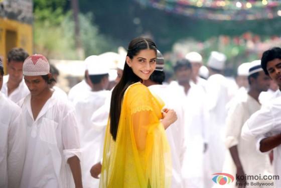 Sonam Kapoor in Raanjhnaa Movie Stills