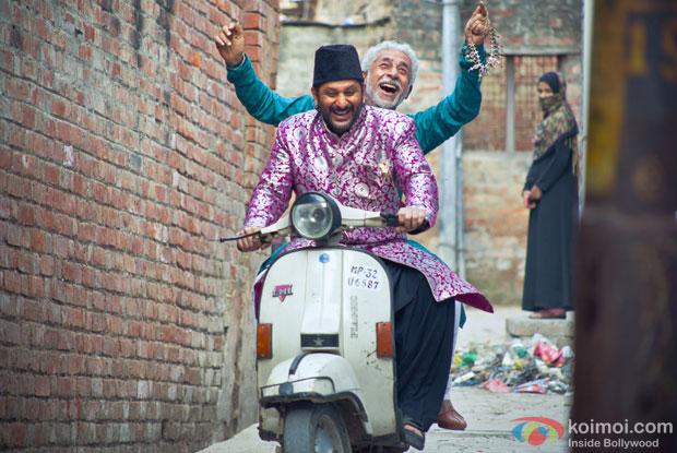 Naseeruddin Shah and Arshad Warsi in a still from Dedh Ishqiya Movie