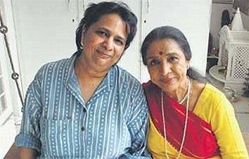 Varsha Bhonsle with Asha Bhonsle