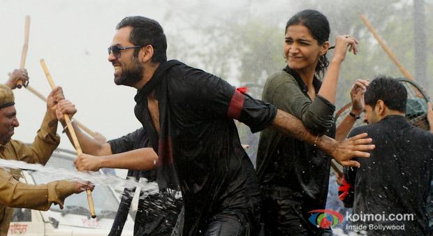 Abhay Deol And Sonam Kapoor in Raanjhanaa Movie Stills
