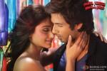 Ileana D'Cruz and Shahid Kapoor in Phata Poster Nikhla Hero Movie Stills Pic 2