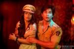 Ileana D'Cruz and Shahid Kapoor in Phata Poster Nikhla Hero Movie Stills Pic 3