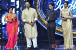 Mandira Bedi, Rohit Shetty, Shah Rukh Khan And Deepika Padukone Promote Chennai Express On India Idol JuniorMandira Bedi, Rohit Shetty, Shah Rukh Khan And Deepika Padukone Promote Chennai Express On India Idol Junior