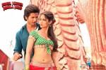 Shahid Kapoor and Ileana D'Cruz in Phata Poster Nikhla Hero Movie Stills Pic 2