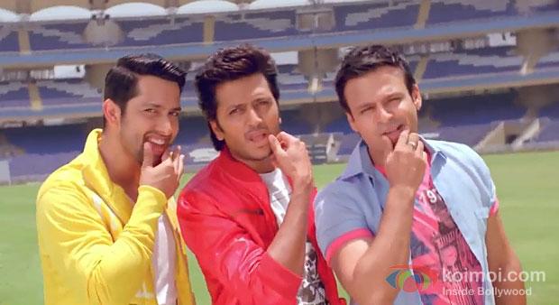Aftab Shivdasani, Riteish Deshmukh And Vivek Oberoi in Grand Masti Movie Stills