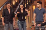 Akshay Kumar, Sonakshi Sinha And Imran Khan Promote Once Upon A Time In Mumbaai Dobaara on 'Comedy Nights With Kapil'