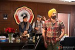 Johnny Lever, Sanjay Mishra and Sunny Deol in Singh Saab The Great Movie Stills Pic 1