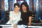 Madhuri Dixit And Priyanka Chopra Promote 'Zanjeer' on 'Jhalak Dikhla Jaa' Pic 3