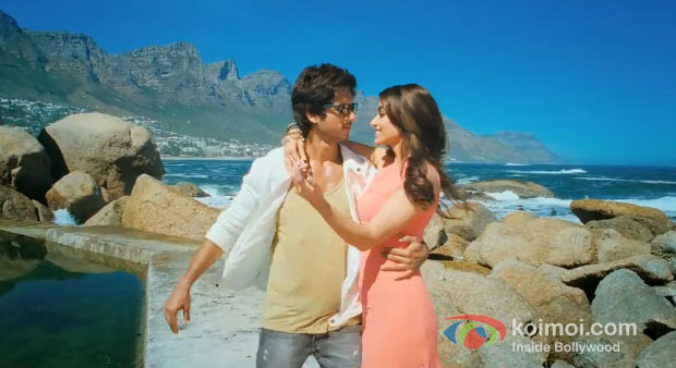 Shahid Kapoor And Ileana D'Cruz in Phata Poster Nikhla Hero Movie Stills