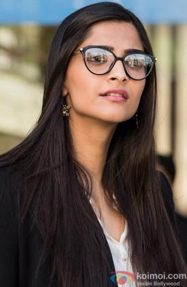 A Bespectacled Sonam Kapoor Looks Fabulous