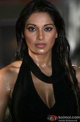 A Hot Bipasha Basu In A Racy Wet Look