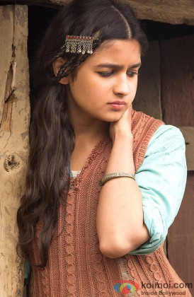 Alia Bhatt looks tensed in a still from 'Highway'