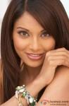 Bipasha Basu Flaunts Her Pretty Smile