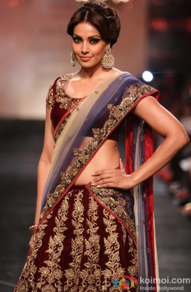 Bipasha Basu Looks Stunning In Traditional Avatar