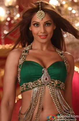 Bipasha Basu Sizzles In A Song Still From Humshakals