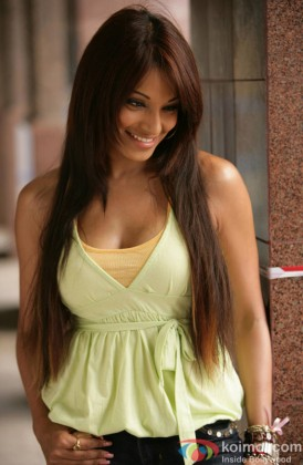 Bipasha Basu Snapped In Blushing Moment