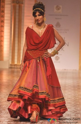 Chitrangada Singh Walks The Ramp At Aamby Valley India Bridal Fashion Week 2013
