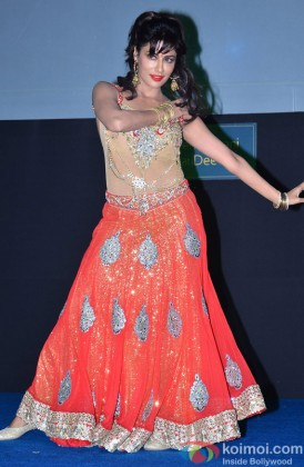 Chitrangada Singh perform a dance at an event