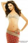 Deepika Padukone flaunts her sizzling hot bod!